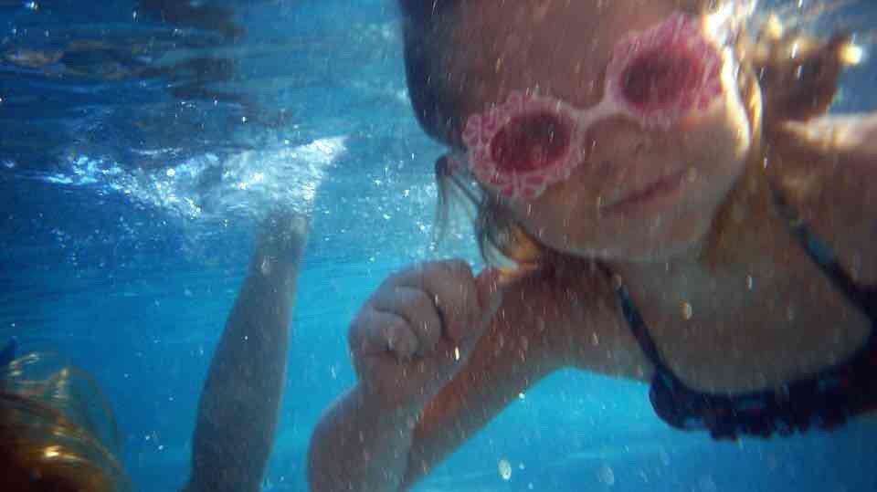 Bimbi in piscina: buone norme